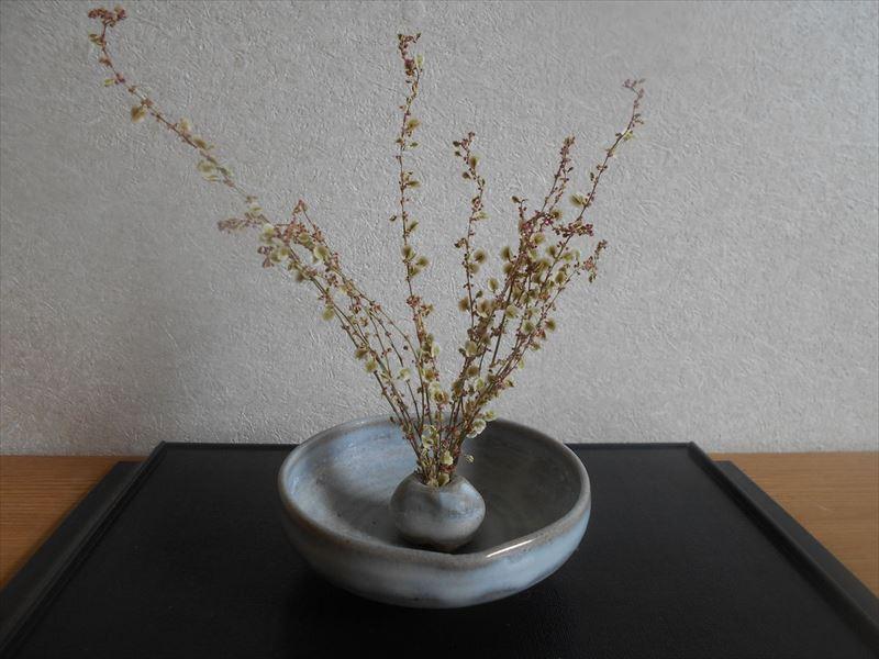 花器に飾ったスイバのドライフラワー